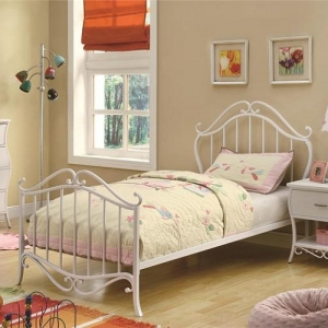 1017T Twin Youth Bed in White Metal - <b>*Available in Full size*</b>Ornamented with an elegant white metal grate and scroll headboard and footboard<br><br>