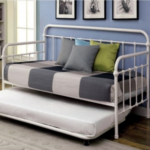 013MDB Metal Daybed in Vintage White - Contemporary Style<Br><br>Spindle Guard Rails<br><Br>Full Metal Construction<Br><br>Powder Coated Platform Daybed<br><br><b>Optional Trundle</b><br><br>